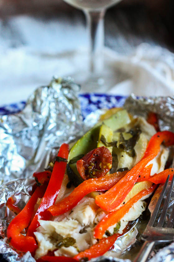 Foil baked fish with summer veggies for Fish foil packets oven